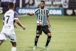 Grêmio sai na frente, mas cede empate ao Defensor pela Libertadores