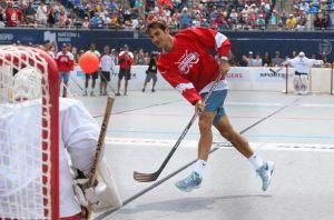 Federer se pasa al hockey