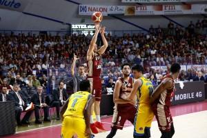 Legabasket - La Reyer stravince e convince: Cremona annichilita al Taliercio, ora è spalle al muro