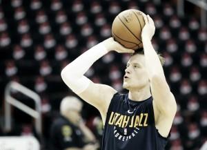 Jonas Jerebko se une a Golden State Warriors