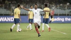 Artilheiro Brewster dá show e Inglaterra elimina Brasil na Copa do Mundo Sub-17