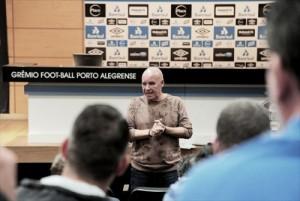 Valdir Espinosa é demitido e mostra descontentamento com a direção em saída do Grêmio
