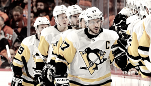 Pittsburgh explodes on offense, takes a 3-1 lead back home
