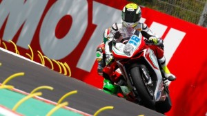 Supersport, Cluzel in Superpole a Imola