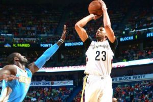 Anthony Davis roza el cuádruple doble