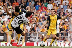 Valencia: más faltas y casi el doble de amarillas en los enfrentamientos contra el Atlético de Simeone