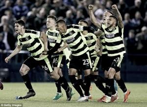 Huddersfield Town y Reading buscarán en Wembley su plaza en la Premier League
