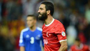 Arda Turan juega 20 minutos con Turquía
