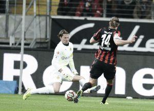 El Eintracht se aprovecha de la desconexión del Dortmund