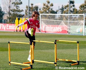 Luka Modric vuelve a entrenarse con el grupo