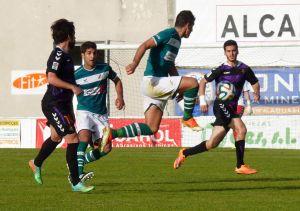 Alberto García renueva su compromiso con el Coruxo FC