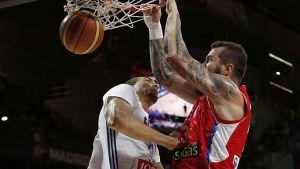 Serbia se mete en la final por la puerta grande