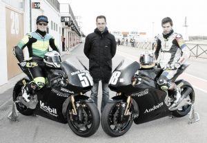 Xavi Cardelús y Eric Granado, con Dani Devahive en el Moto2 European Championship