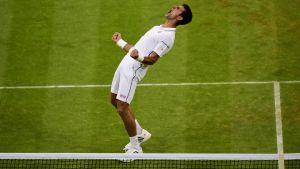 Djokovic tira de épica ante Cilic