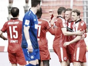 Com dois de Hennings, Fortuna Düsseldorf vence e afunda Karlsruher