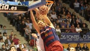 El Barça suma un triunfo de fe en Santiago