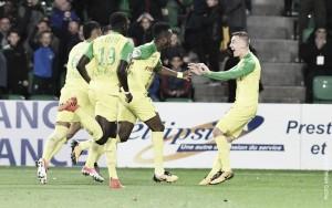 Nantes faz gol no fim e derrota Guingamp para entrar na zona de classificação da UCL