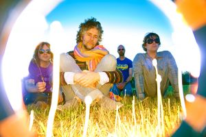 The Flaming Lips presentan 'With A Little Help From My Fwends'