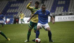 El Oviedo gana con dos jugadas a balón parado al Tropezón
