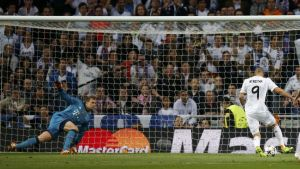 El Real Madrid amansa a la fiera y toma ventaja