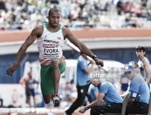 Nélson Évora na final Olímpica do triplo salto: 16.99m, a marca que permite sonhar