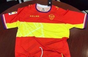 España y el negro, presentes en las camisetas del próximo año