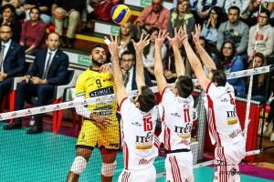Volley M - I campioni d'Italia sono ancora vivi: L'Azimut Modena vince gara 2