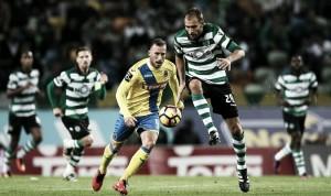 Sporting vence para seguir la estela de Benfica y Porto