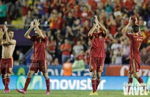 ¿Cuál es el balance entre las selecciones de fútbol de España y Argentina a lo largo de la historia?