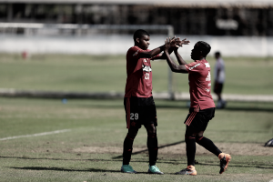 Com show de Lincoln, Flamengo passa por cima do Bangu em jogo-treino no Ninho