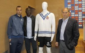Una camiseta divina para conmemorar el debut de Zamora