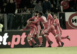 Benfica segue para as meias: águias triunfam em Guimarães (0-2)