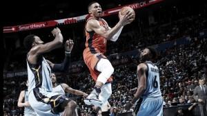 Resumen NBA: los Spurs llevan 30 seguidas en su casa