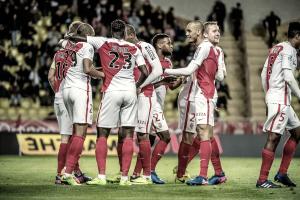 Mónaco reforça liderança com golo galático de Moutinho