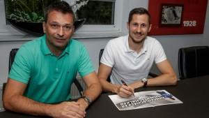 Steven Skrzybski makes step up to the Bundesliga with Schalke