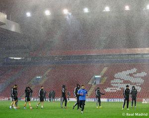 Anfield recibe al Madrid con un temporal