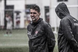 """Após derrota, Vagner Mancini lamenta atuação do Vitória: """"Bobeamos demais"""""""