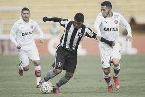 Vitória enfrenta Botafogo visando deixar zona de rebaixamento