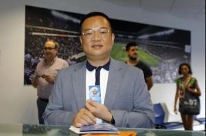 Mr.Chen renueva su carnet de socio del Espanyol