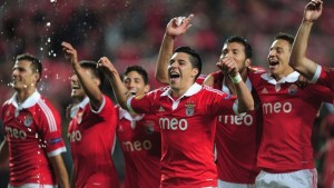Cardozo manda il Benfica ad Amsterdam, guarda i gol