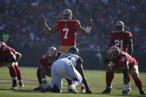 Kaepernick hace caer a los Rams