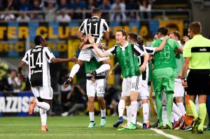 Derby d'Italia, fra autogol e rimonte vince il cuore della Juve: Higuain abbatte l'Inter (2-3)