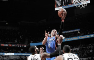 Russell Westbrook sparks Oklahoma City Thunder to 95-91 Game 5 road win over San Antonio Spurs
