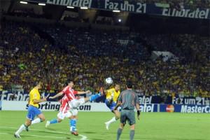 Recordar é viver: Cabañas assusta, mas Brasil vira contra Paraguai em 2009