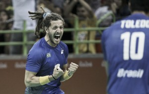 Com raça e apoio da torcida, Brasil joga bem, vence Alemanha e respira no handebol masculino