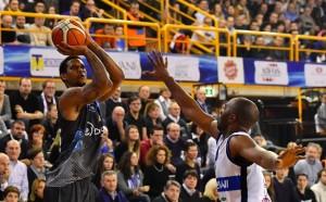 Legabasket - Trento rimonta di squadra, poi Gomes bombarda Brescia