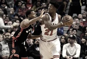 Jimmy Butler anota 40 pontos e Bulls vencem Raptors de virada na prorrogação