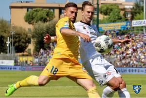Serie B - Il Frosinone riprende la corsa, 2-0 allo Spezia