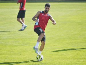 """Álvaro González: """"Soy el defensa con más experiencia y tengo que dar un paso al frente"""""""