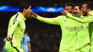 Doppio Suarez, Messi sbaglia dal dischetto, 2-1 Barcellona all'Etihad